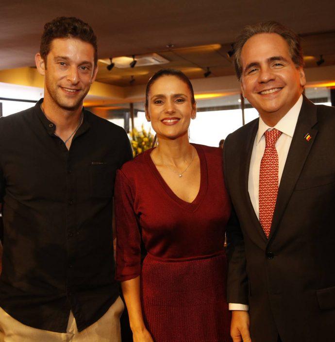 Mathieu Orfinger, Manoela E Ricardo Bacelar