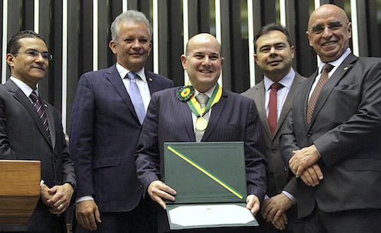 Roberto Cláudio agraciado com Medalha do Mérito Legislativo