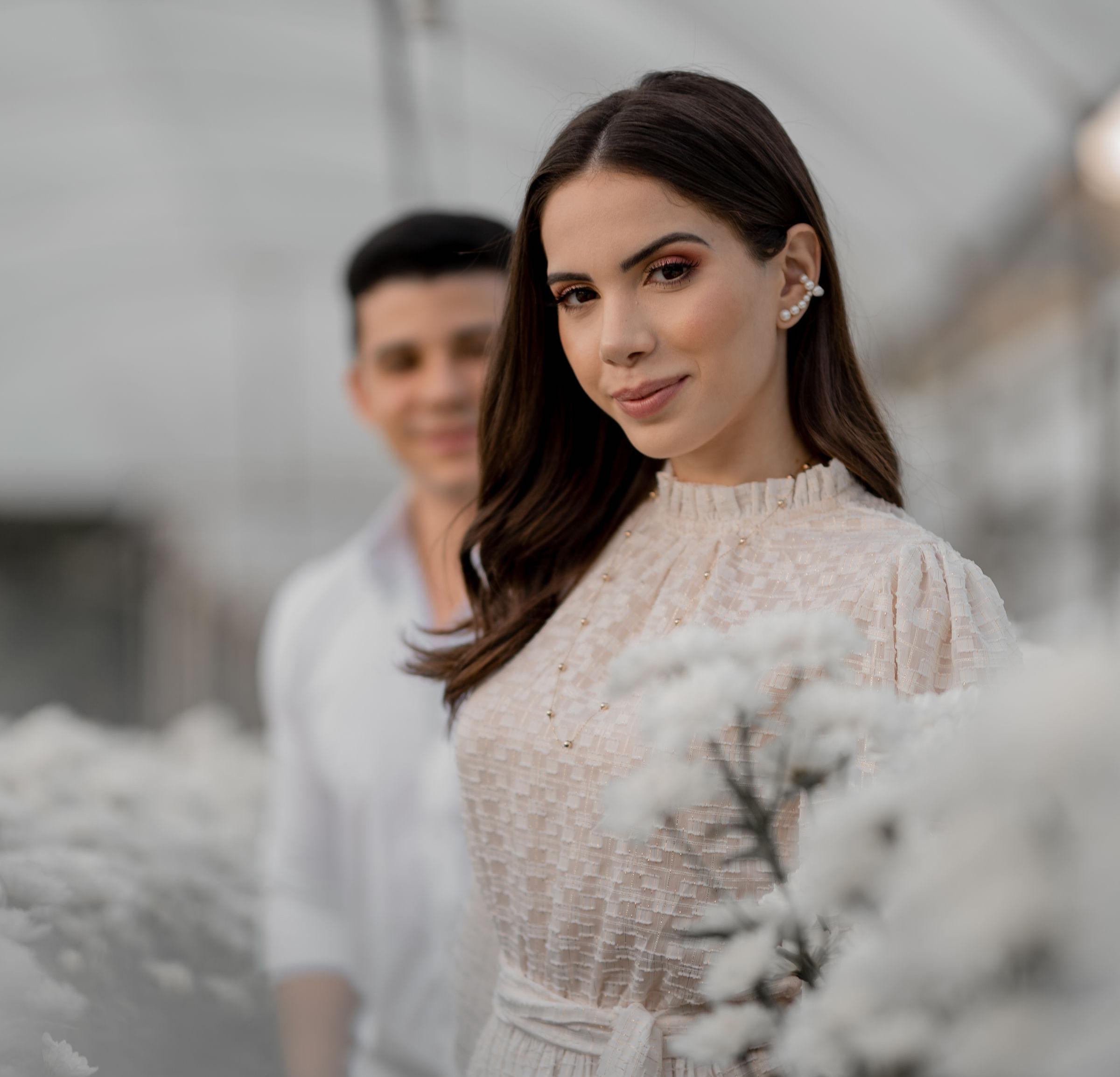 """""""Quis mesclar o clássico com o moderno"""", diz Nicole Vasconcelos sobre o seu vestido de casamento"""