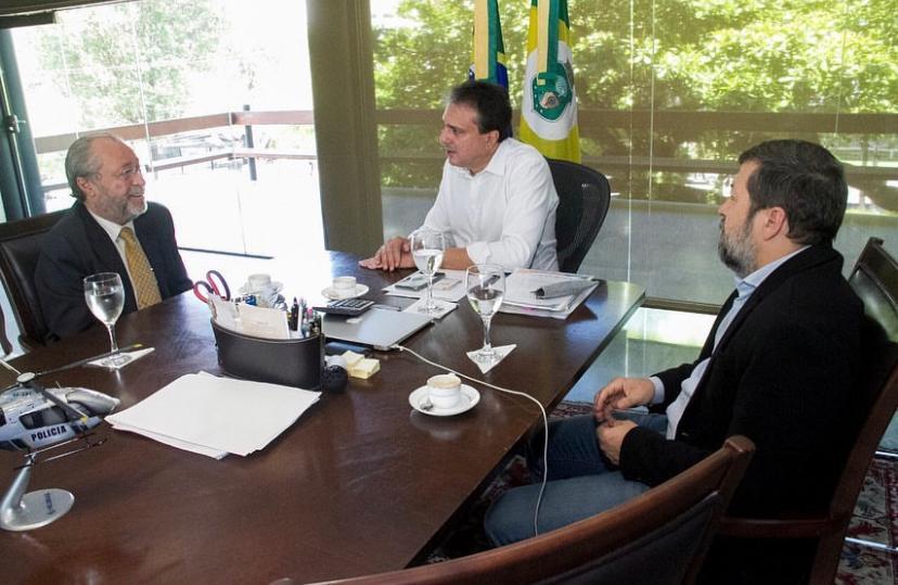 Camilo Santana discute projetos e programas com Reitor da UFC