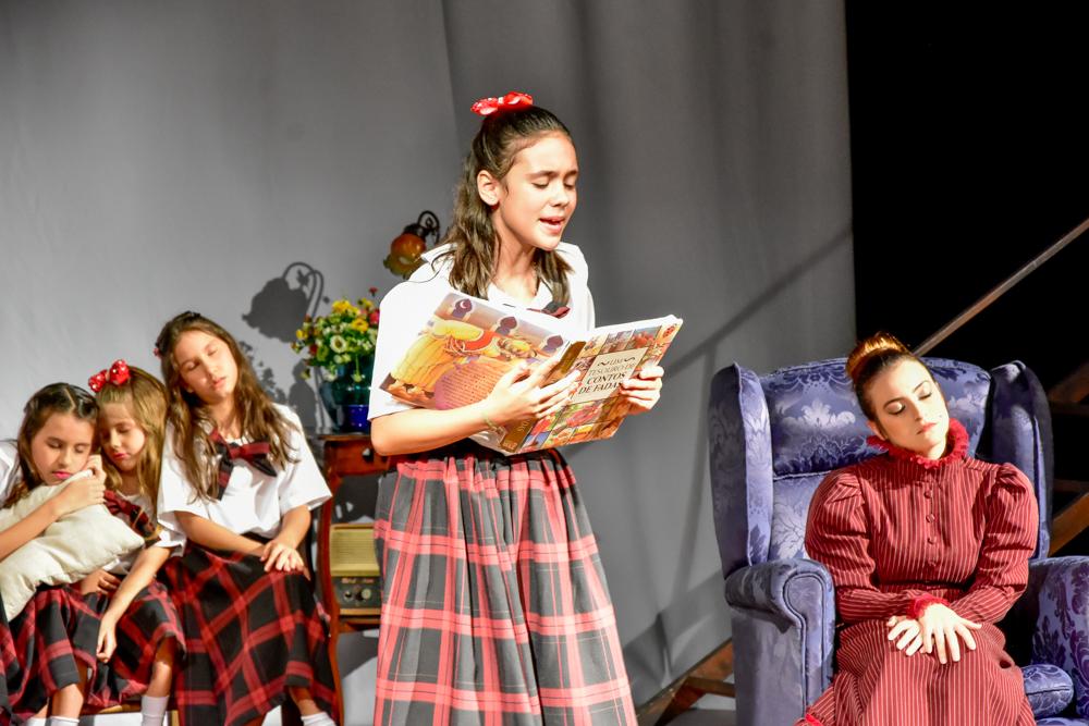 A princesinha - Maria Bacelar brilha no palco do Teatro Arena Aldeota