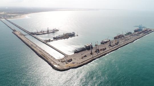Porto do Pecém atraca 65 navios em seus píers no mês de outubro