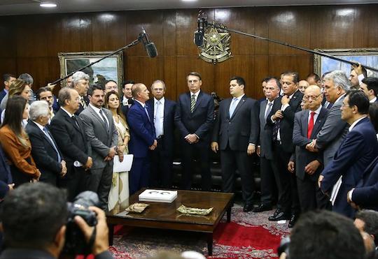 Pacto federativo deve gerar R$ 500 bilhões para estados e municípios