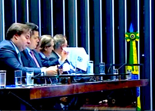 Tasso comemora a promulgação da reforma da Previdência