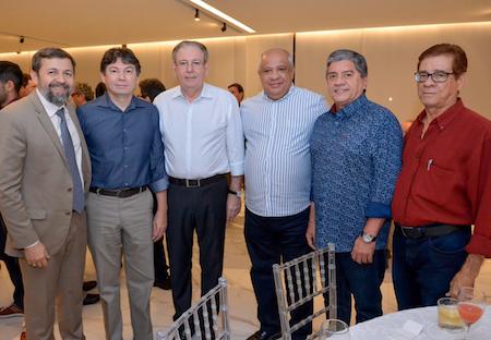 Ricardo Cavalcante e Edgar Gadelha recebem cumprimentos dos grandes amigos na FIEC