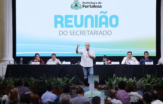 Roberto Cláudio discute gestão e planejamento com o secretariado