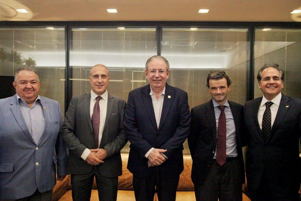 Ricardo Cavalcante recebe o embaixador da Bélgica no Brasil em visita à FIEC
