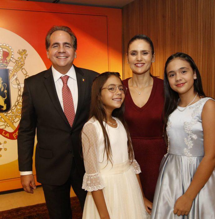 Ricardo Sara, Manoela E Maria Bacelar