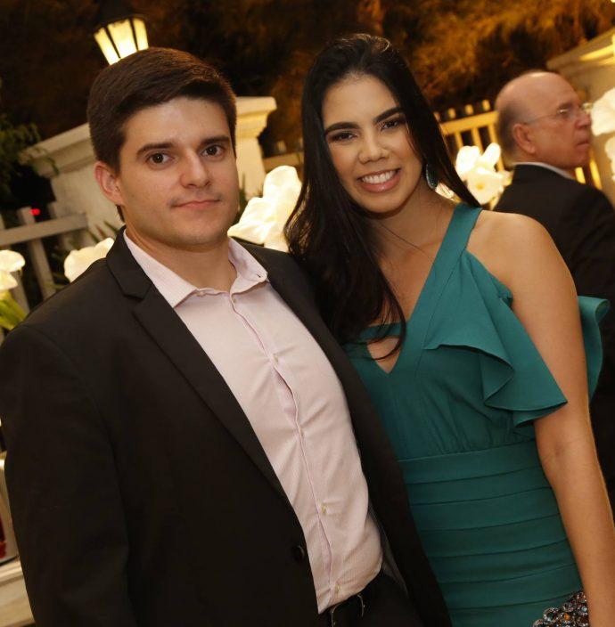 Thiago Afonso E Gabriela Geleilate