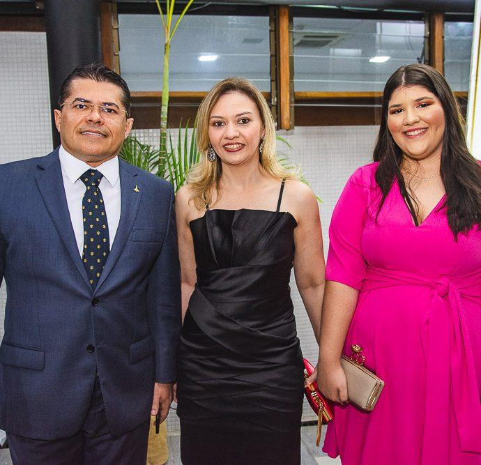 Valdetario Monteiro, Ana Karine E Beatriz E Andrade