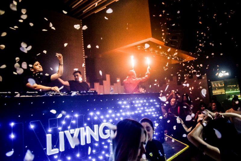 Privezinha - Boate Living reúne uma turma festeira durante o fim de semana