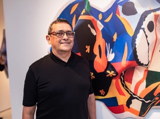 José Guedes apresenta obras da série Fênix no Equador