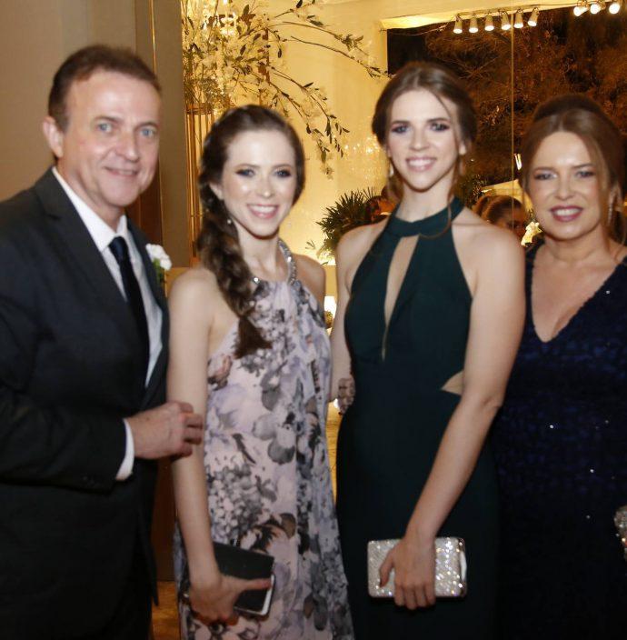 Washington, Lara, Ana E Ines Araruna