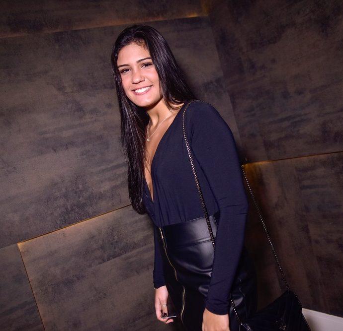 Yasmin Carneiro