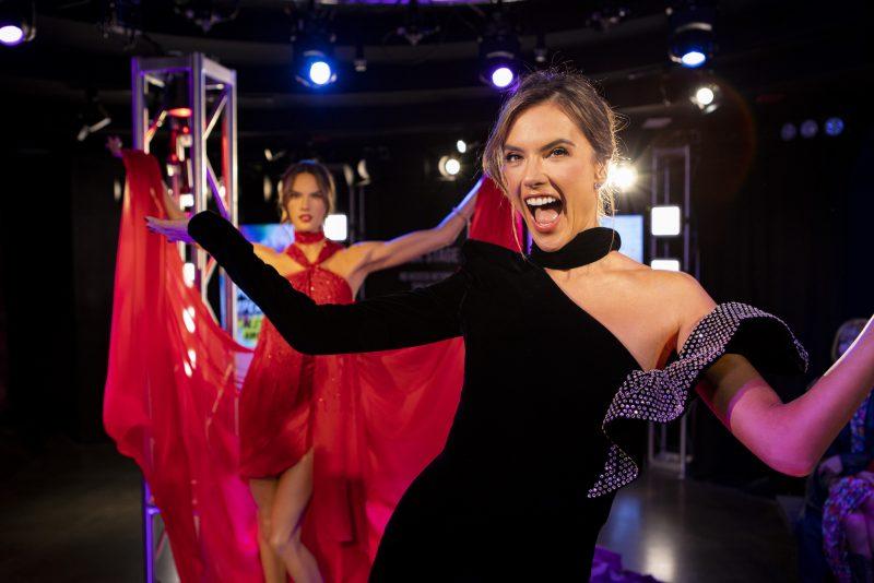 Alessandra Ambrósio inaugura estátua de cera no Madame Tussauds de Nova York
