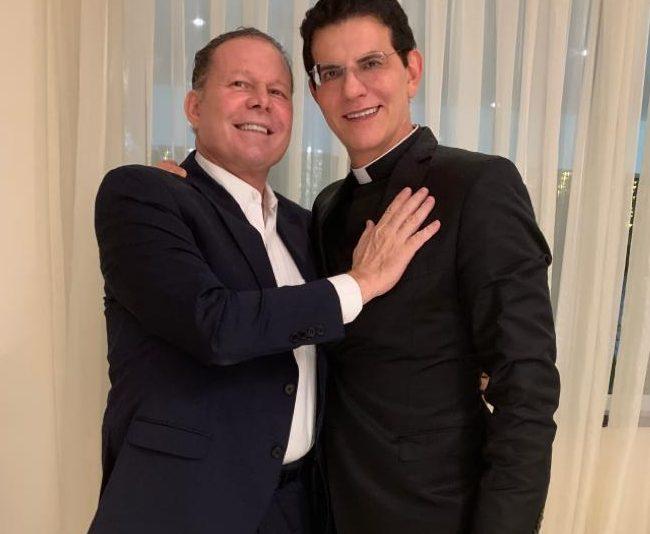 Reconhecimento - Governador Camilo Santana homenageia importantes personalidades com a Medalha Abolição