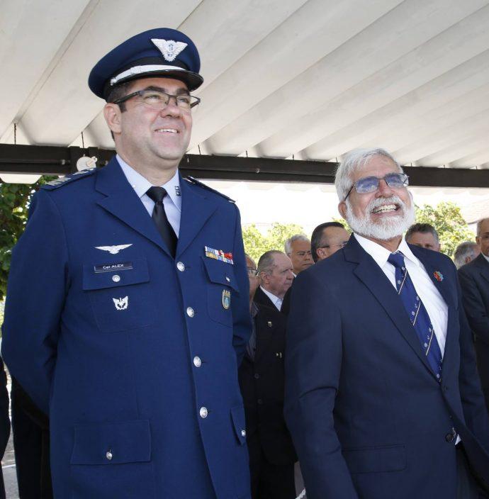 Alex Pereira E Manuel Theophilo