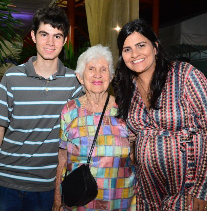 Alexandre, Gerardina E Camila Romero