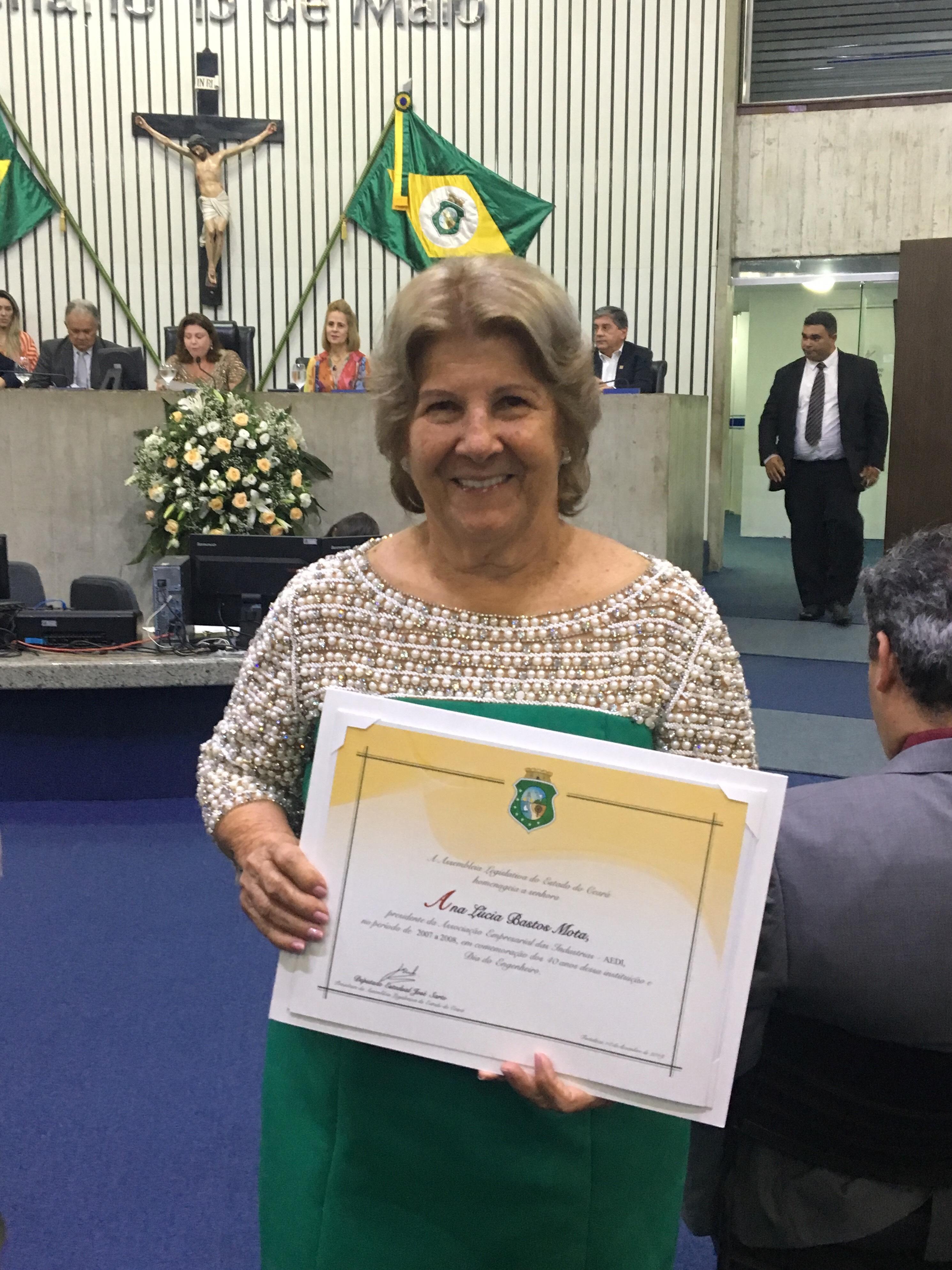 Ana Lúcia Mota é homenageada pelo importante papel na indústria cearense