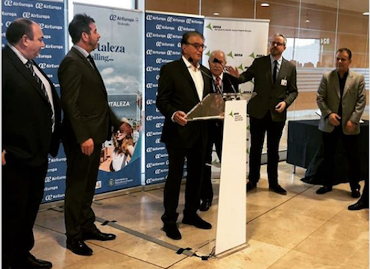 Arialdo Pinho vai ao lançamento do novo voo oriundo da Espanha
