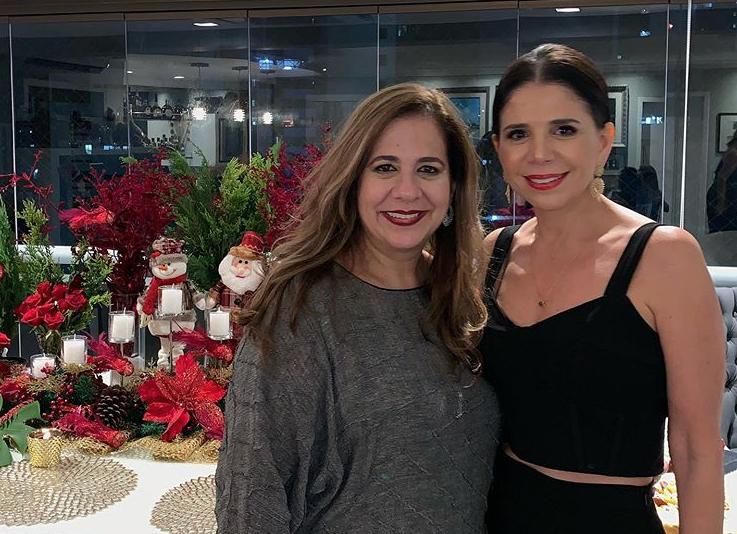 Martinha Assunção recebe as amigas para seu tradicional jantar de Natal