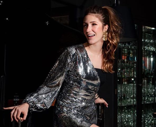 Karolina Stockloew brilha com looks da Interni