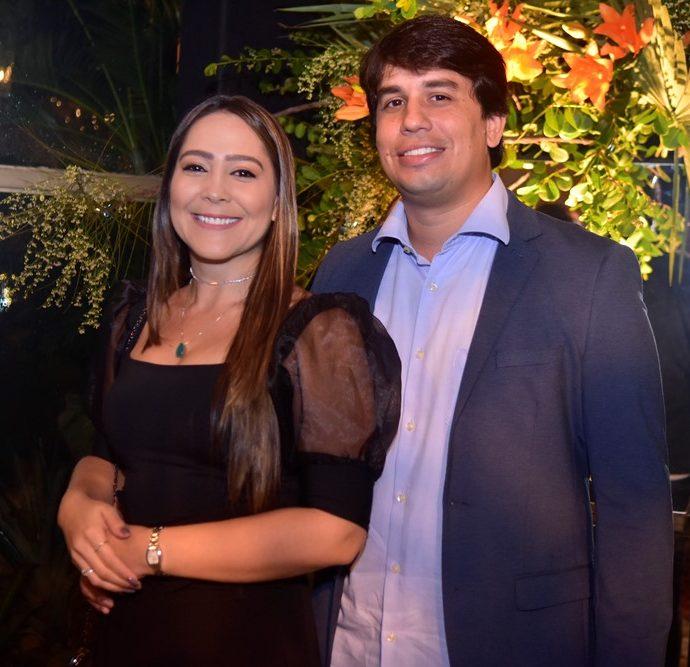 Carenina Sindeaux E Nilton Gomes