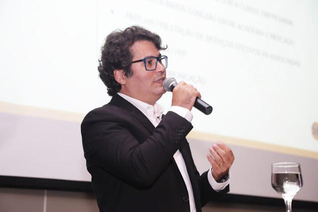 Daniel Queiroz assume a presidência da Fenapro
