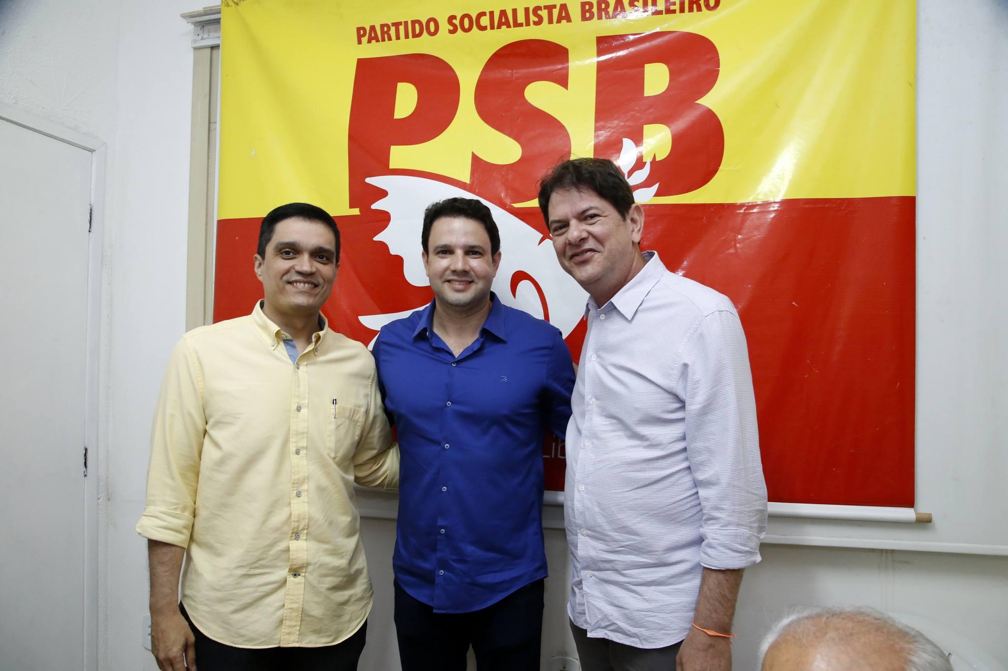 Cid Gomes prestigia ato de filiação do PSB
