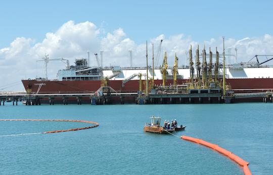 CIPP faz exercício simulado de derramamento de óleo no mar