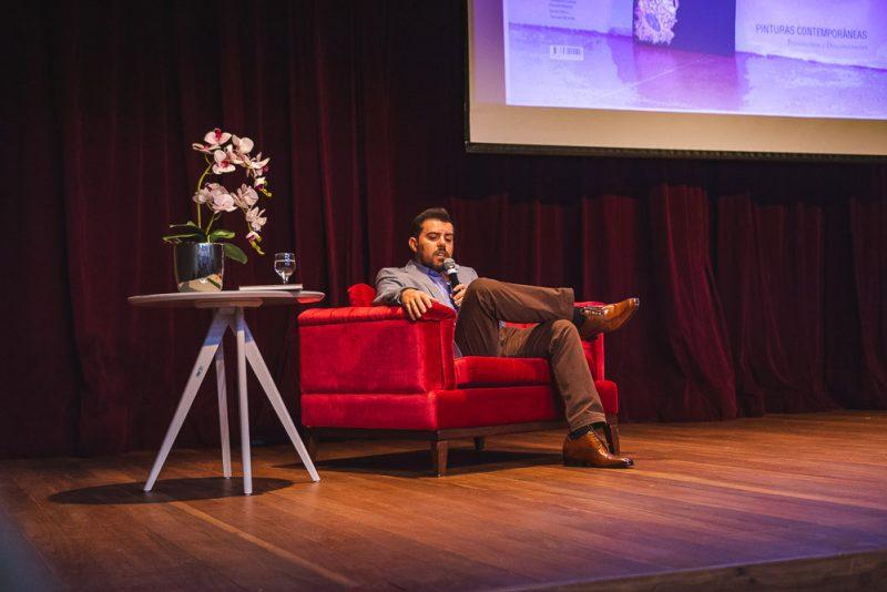 """Pensamentos e Desconstruções - Eduardo Oliveira pilota o lançamento da antologia """"Pinturas Contemporâneas"""" no Teatro Celina Queiroz"""