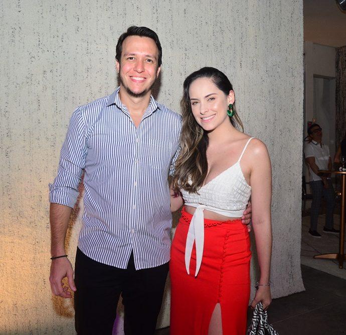 Felipe Costa E Scarlett Soares