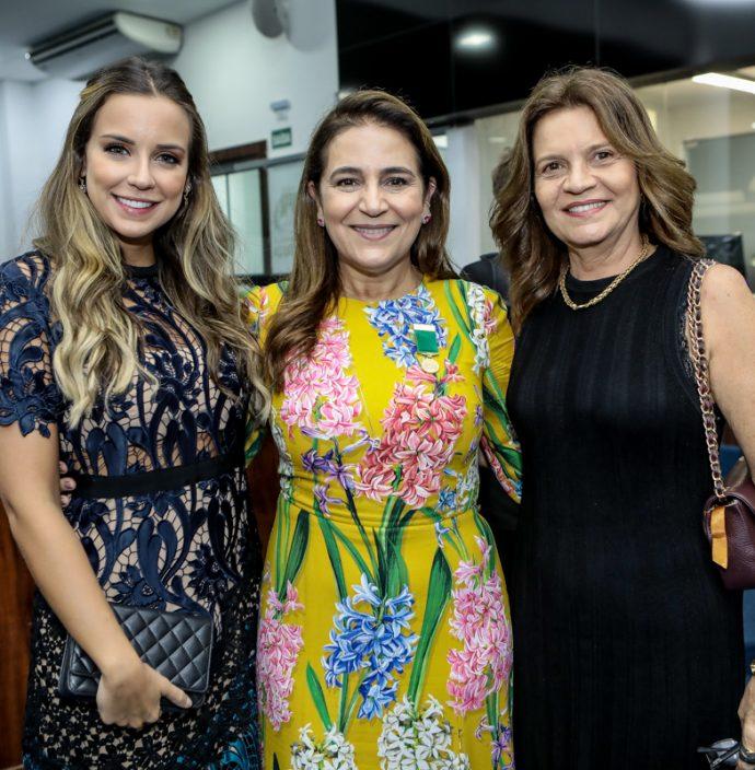 Fernanda E Patricia Macedo E Geni Correa Lima