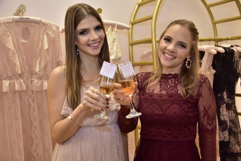 Cheias de planos, Nathalia Petrone e Giovanna Gripp inauguram a Lasso Lingerie no Iguatemi