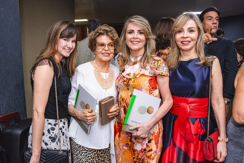 """Teatro Celina Queiroz serve de palco do lançamento da antologia """"Pinturas Contemporâneas"""""""