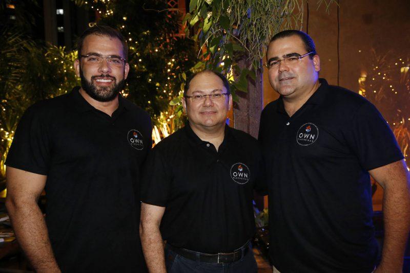 Jaime Veras, Fábio Ibiapina e Luciano Cavalcante Neto lançam o OWN Flecheiras no Moleskine