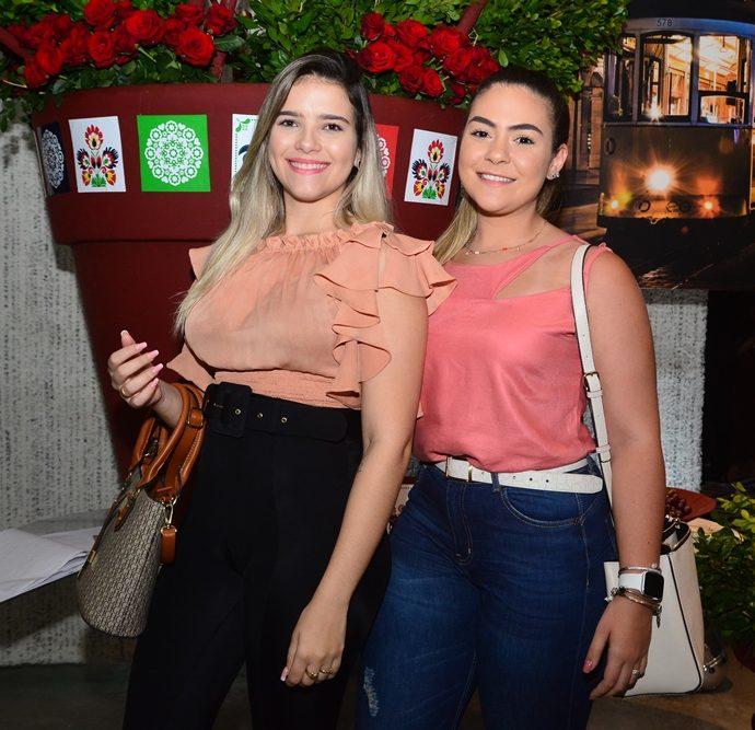 Larissa Almeida E Beatriz Almeida