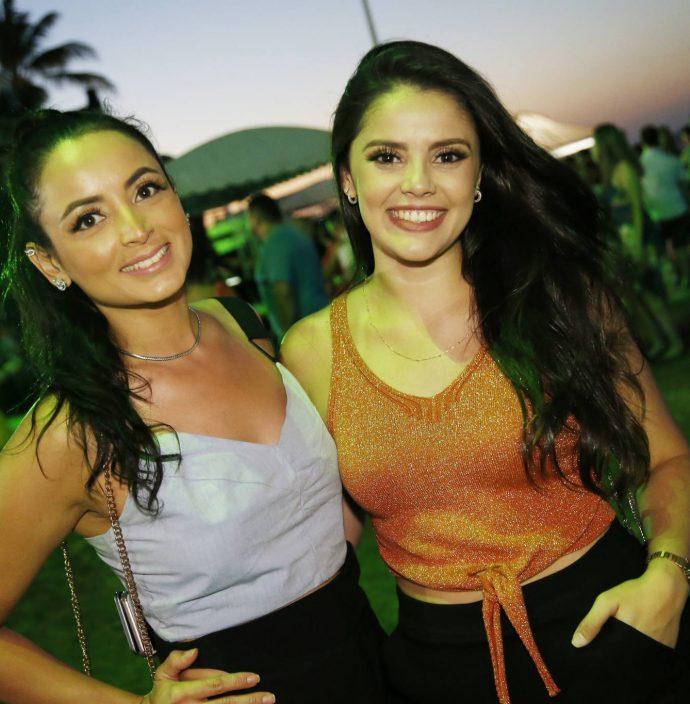 Lays Avelino E Nicole De Castro
