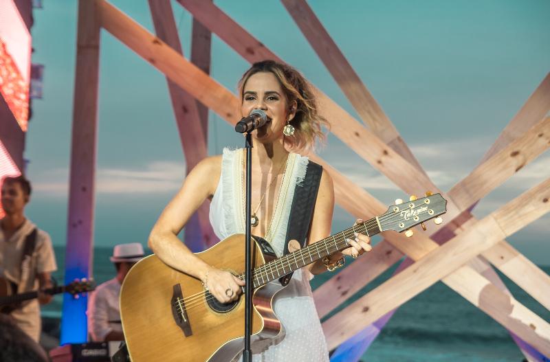 Mariana Fagundes grava DVD em Salvador com participações especiais