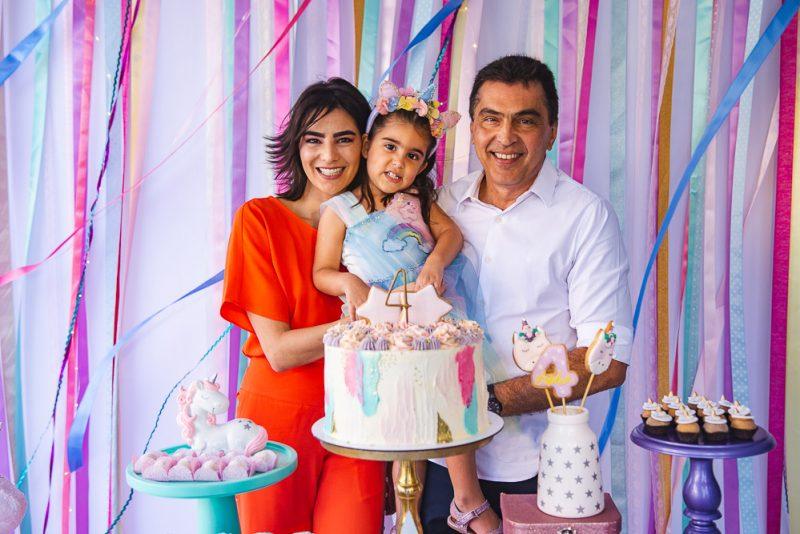 Maryanna Canamary e Idezio Rolim recebem altinhos e baixinhos para celebrar os 4 anos de Sophia