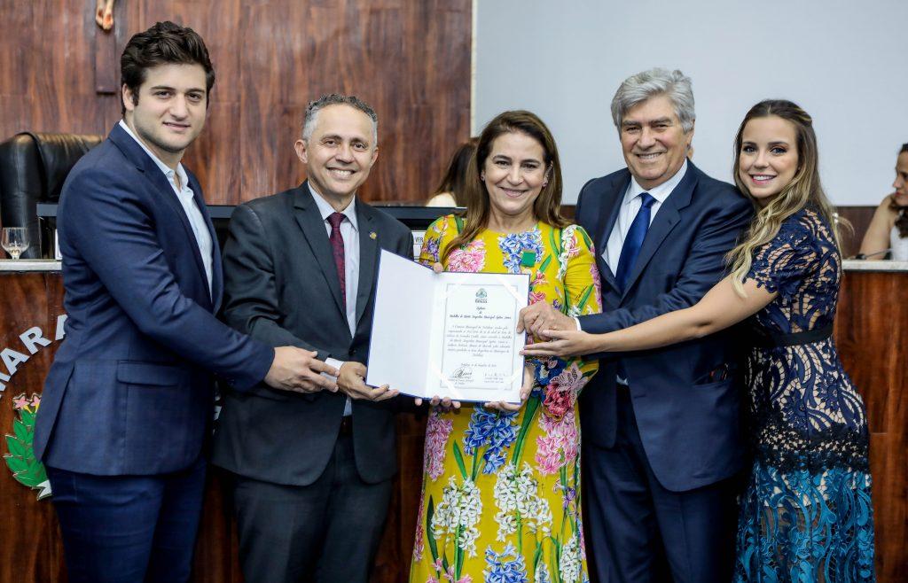 Em prestigiada solenidade na CMFor, Patrícia Macêdo é agraciada com a Medalha Aryton Senna