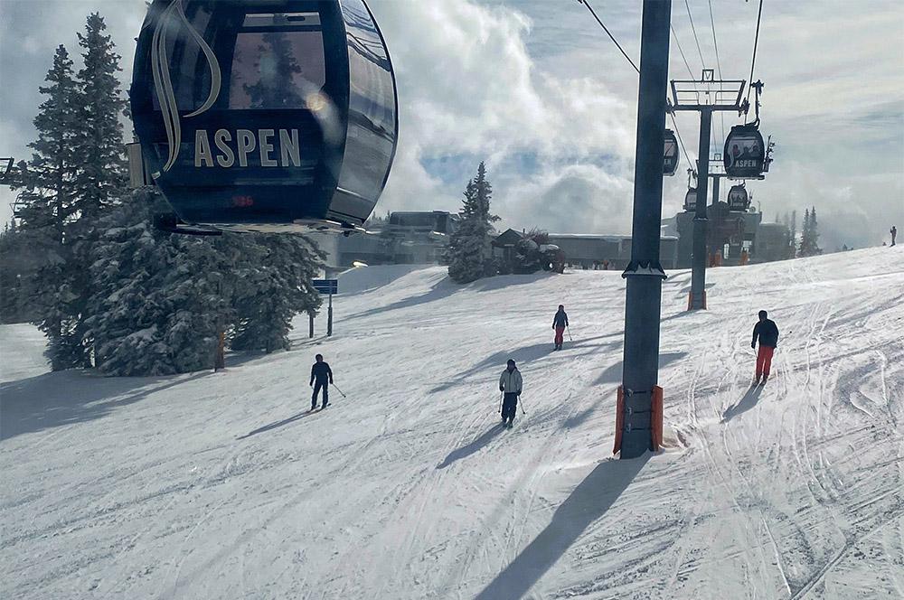 Profissionais Também Esquiaram Na Montanha De Preferência