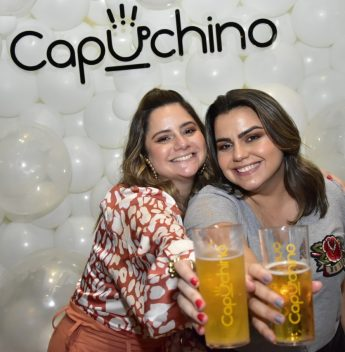 Renata Benevides e Karla Rodrigues movimentam o Santa Gela com festa de confraternização