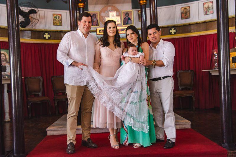 Primeiro Sacramento - Camile Quintão e Rodrigo Carneiro levam a primogênita à pia batismal