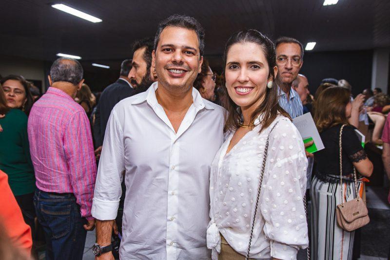"""Pensamentos e Desconstruções - Teatro Celina Queiroz serve de palco do lançamento da antologia """"Pinturas Contemporâneas"""""""