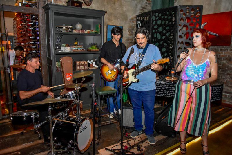 Mix de ritmos - Classicos do rock, blues, jazz e funk embalam a noite no Sótão Moleskine