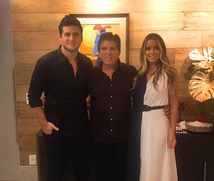 Fernanda Levy e Omar Macêdo recebem para primeiro Natal em seu elegante endereço