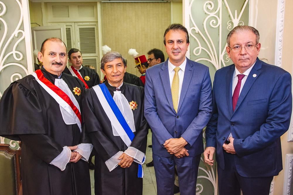 Justiça do Trabalho concede Medalha da Ordem Alencarina a personalidades do Estado