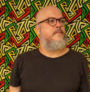 Joca Reiners Terron pilota lançamento de novo livro no Porto Iracema das Artes