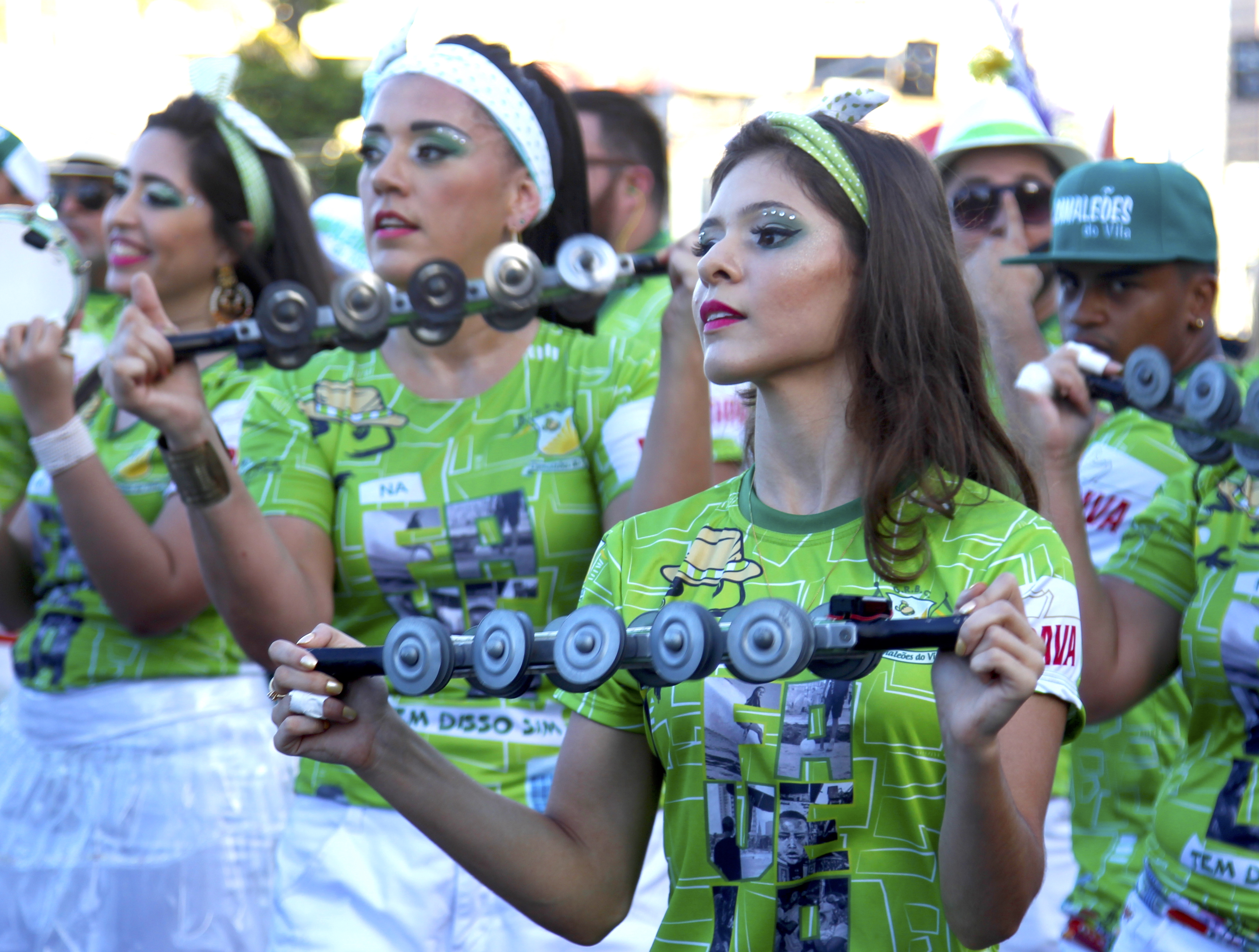 Bloco Camaleões do Vila celebra 10 anos no pré-carnaval de Fortaleza